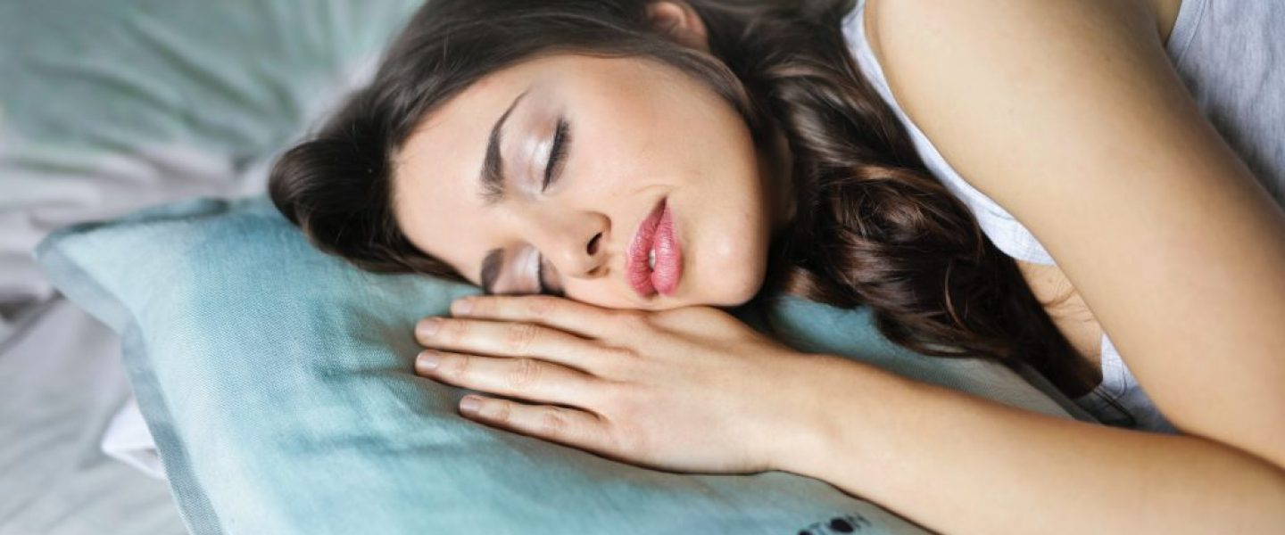close-up-photography-of-woman-sleeping-914910